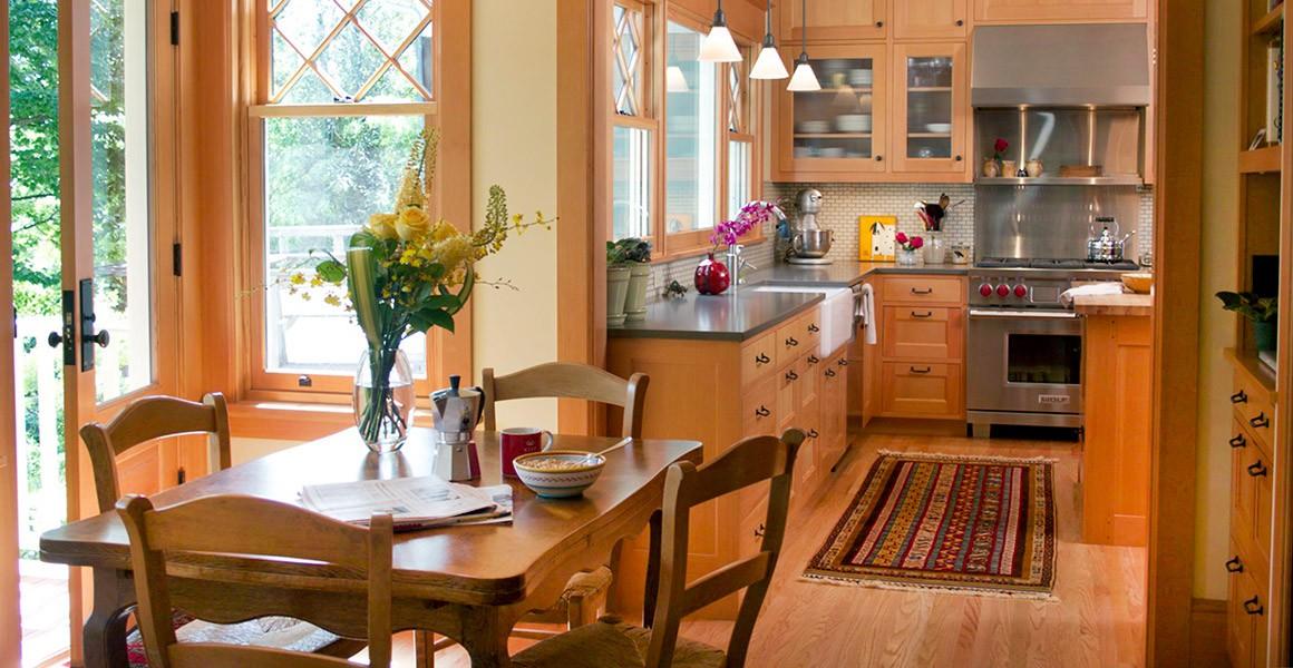 sacks-eating-area-into-kitchen